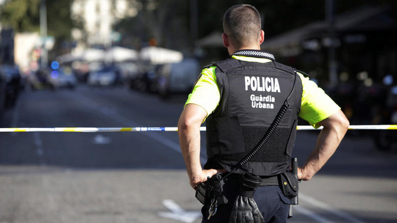 Άνοιξαν με εκσκαφέα βαν security και έφυγαν με 2 εκατ. ευρώ
