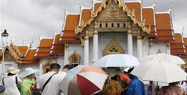 Κατά χιλιάδες εγκαταλείπουν την Ταϊλανδή οι τουρίστες λόγω της τροπικής καταιγίδας «Παμπούκ»