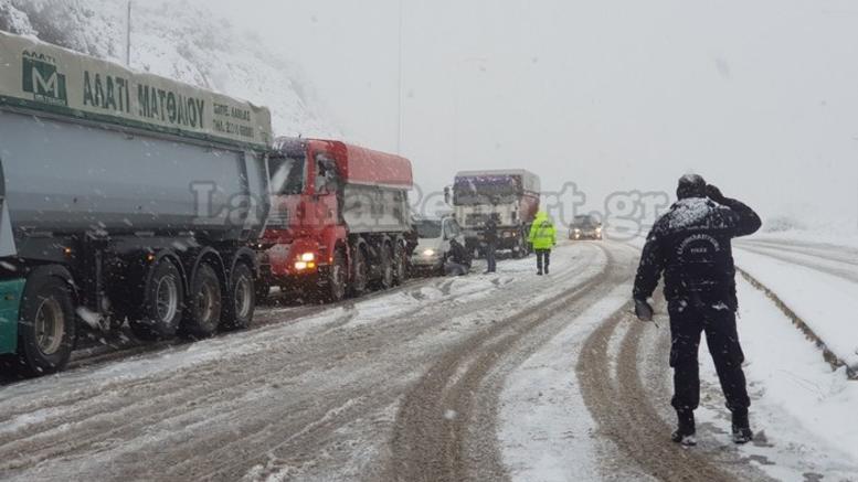 Προβλήματα στην κυκλοφορία λόγω χιονιά σε 182 σημεία σε όλη τη χώρα