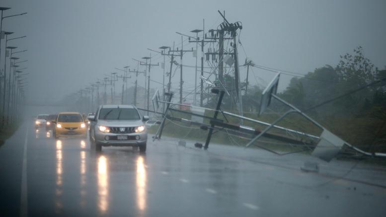 Εικόνες καταστροφής στην Ταϊλάνδη από την καταιγίδα Παμπούκ