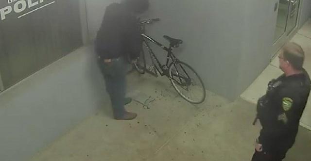 Προσπάθησε να κλέψει ποδήλατο από... αστυνομικό τμήμα
