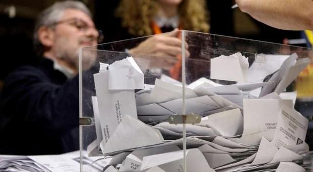 Ισπανία: Ακυβερνησία προβλέπει δημοσκόπηση, σε άνοδο η ακροδεξιά