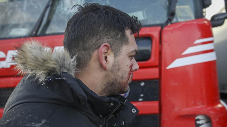 Διαβατά: Επεισόδια μεταξύ οδηγών και προσφύγων. Δύο τραυματίες