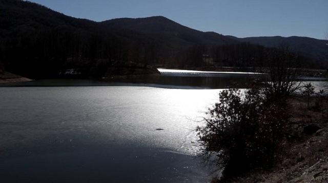 Πάγωσε η λίμνη Λογγά στην Καλαμπάκα