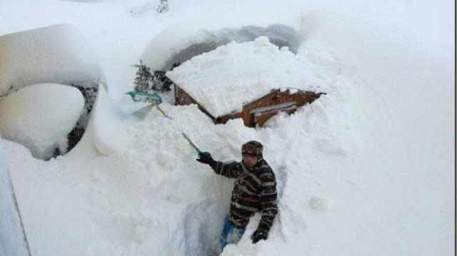 «Θάφτηκαν» στο χιόνι Γερμανία και Αυστρία: Σε ορισμένες περιοχές φτάνει τα δύο μέτρα [εικόνες]