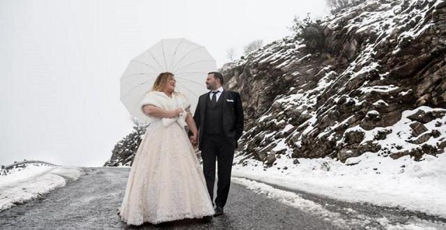 Τολμηροί νεόνυμφοι φωτογραφήθηκαν στο χιονισμένο Ψηλορείτη [εικόνες]