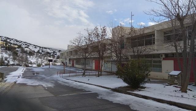 Χιονοστιβάδα προβλημάτων στα σχολεία