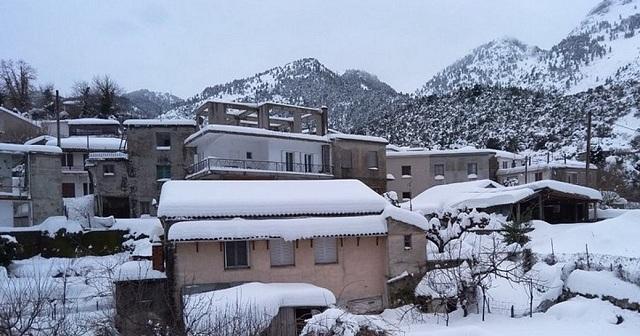 Πέθανε αβοήθητος σε αποκλεισμένο από το χιόνι χωριό της Εύβοιας
