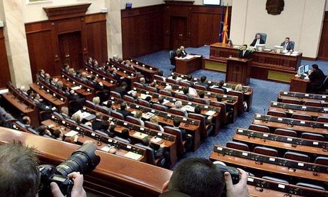 Αντίστροφη μέτρηση στα Σκόπια για την κρίσιμη ψηφοφορία