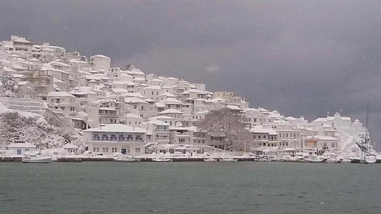 Αντιμετωπίστηκαν τα προβλήματα του χιονιά στις Β. Σποράδες