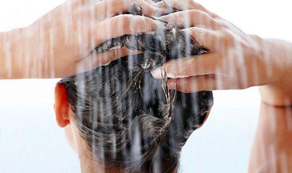 Τα 10 λάθη που κάνουμε όταν λούζουμε τα μαλλιά μας