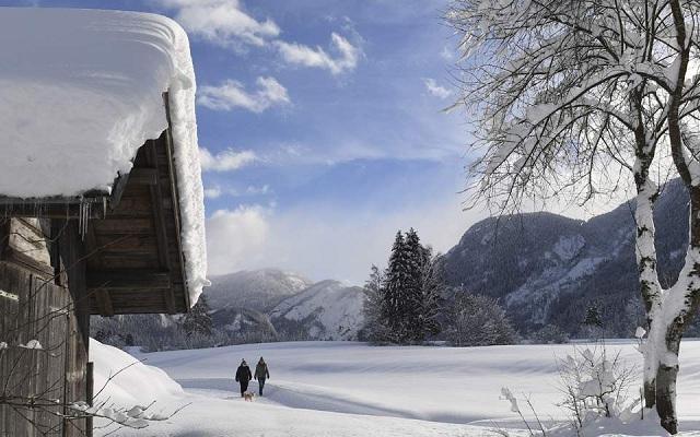 Βουλιάζει στα χιόνια η Αυστρία: Με ελικόπτερα στρατού απομακρύνθηκαν 66 αποκλεισμένοι Γερμανοί μαθητές