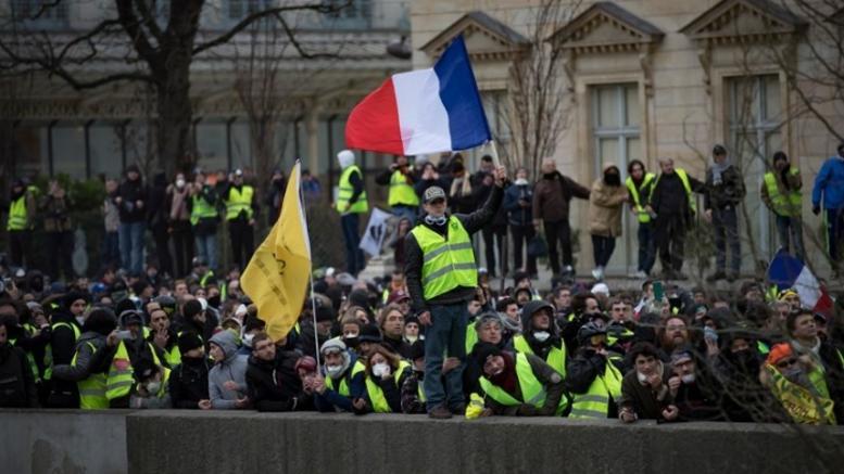 Δύο μήνες «κίτρινα γιλέκα»: Νεκρός διαδηλωτής στο Βέλγιο