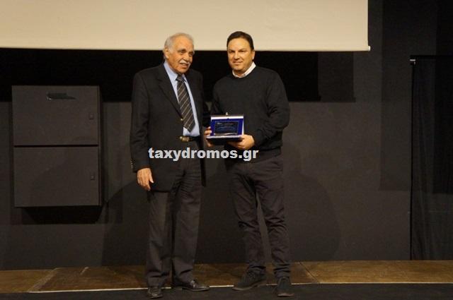 Ο ΝΟΒΑ βράβευσε τον κορυφαίο Έλληνα προπονητή Θοδωρή Βλάχο
