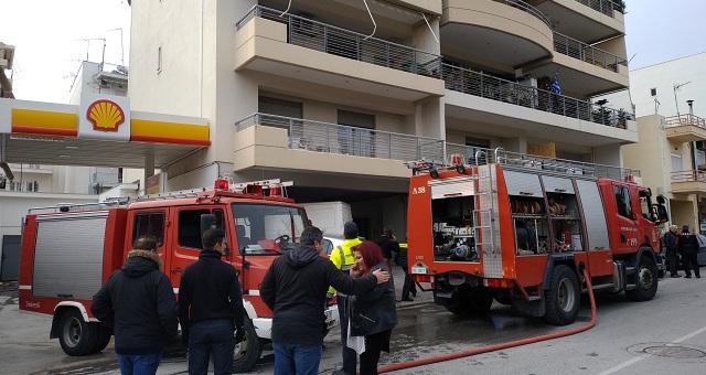 Συναγερμός για φωτιά σε σπίτι στη Νέα Ιωνία, δίπλα από βενζινάδικο