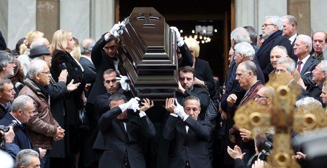 Πλήθος προσώπων από τον πολιτικό κόσμο αποχαιρέτησαν τον Δημήτρη Σιούφα