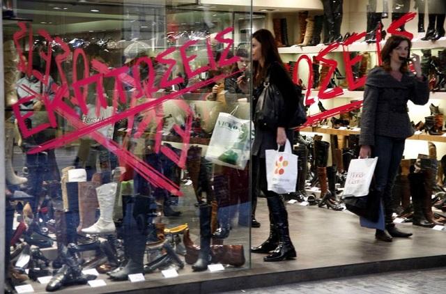 Ανοιχτά τα καταστήματα την Κυριακή λόγω των εκπτώσεων