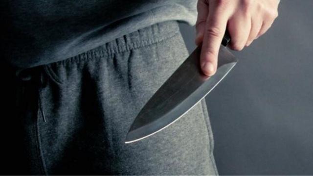 20χρονος εισέβαλε με μαχαίρι σε ενεχυροδανειστήριο της Λάρισας