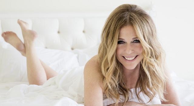 Rita Wilson: Η σύζυγος του Tom Hanks έρχεται στην Ελλάδα για συναυλία