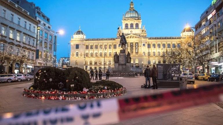 Τσεχία: Άνδρας αυτοπυρπολήθηκε σε πλατεία της Πράγας [εικόνες]