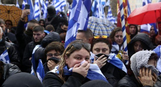 Οργή και αγανάκτηση των Μακεδόνων του Βόλου για τα δακρυγόνα στο Σύνταγμα