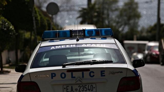 Διαρρήκτες κοσμηματοπωλείου εμβόλισαν περιπολικό και εξαφανίστηκαν