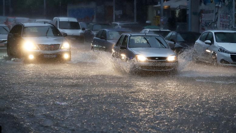 Προβλήματα στους δρόμους λόγω ισχυρών βροχοπτώσεων