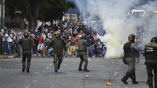 Εκτός ελέγχου η κατάσταση στη Βενεζουέλα: 26 νεκροί και ταραχές