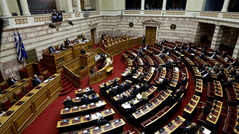 Υπερψηφίστηκε με 153 ψήφους η συμφωνία των Πρεσπών