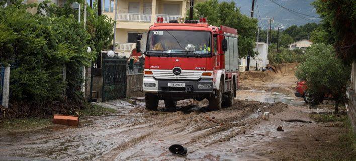 Κινδύνευσαν μαθητές στα Καλάβρυτα: Ακινητοποιήθηκαν λόγω πλημμύρας μέσα σε ταξί