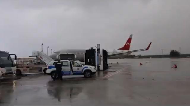 Τραυματίες από ανεμοστρόβιλο στο αεροδρόμιο της Αττάλειας