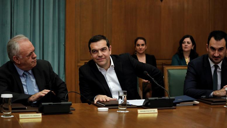 Τσίπρας στο υπουργικό: Προχωράμε στην αύξηση του κατώτατου μισθού στα 650€