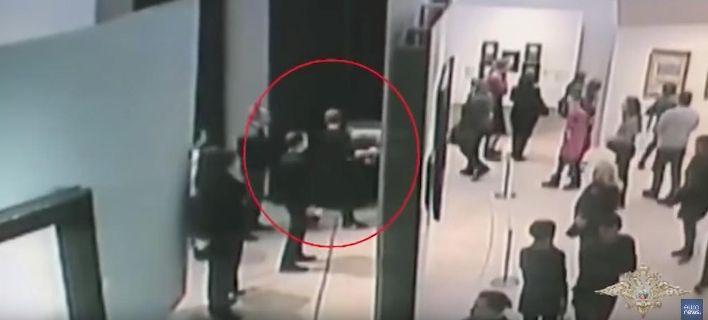 Μόσχα: Εκλεψε πίνακα μεγάλης αξίας ζωγράφου ελληνικής καταγωγής & έφυγε ανενόχλητος