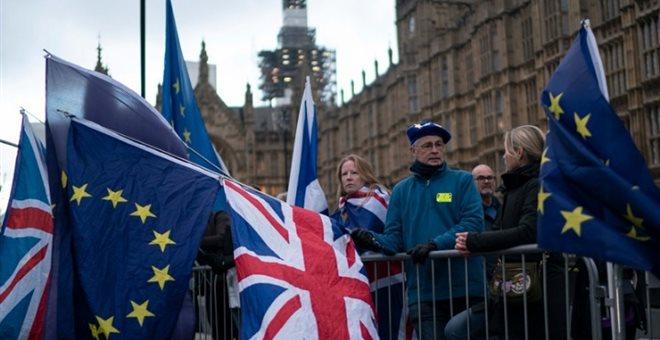 Βίζα για Ευρωπαίους από την 30ή Μαρτίου σε περίπτωση άτακτου Brexit