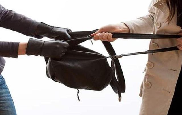 Αρπαζε τσάντες από ανυποψίαστες γυναίκες σε Βόλο και Ν. Ιωνία