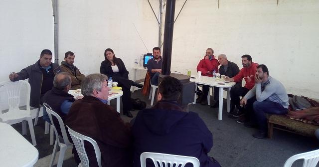 Η Ζωή Κωνσταντοπούλου στο μπλόκο των αγροτών στην Νίκαια