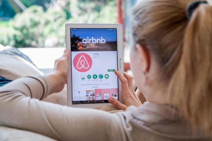 Πότε μπαίνει «χαρτόσημο» στις μισθώσεις τύπου Airbnb (Εγκύκλιος)