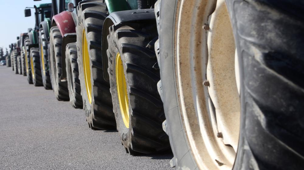 Αγροτικά μπλόκα σε όλη την Ελλάδα μετά τις διώξεις
