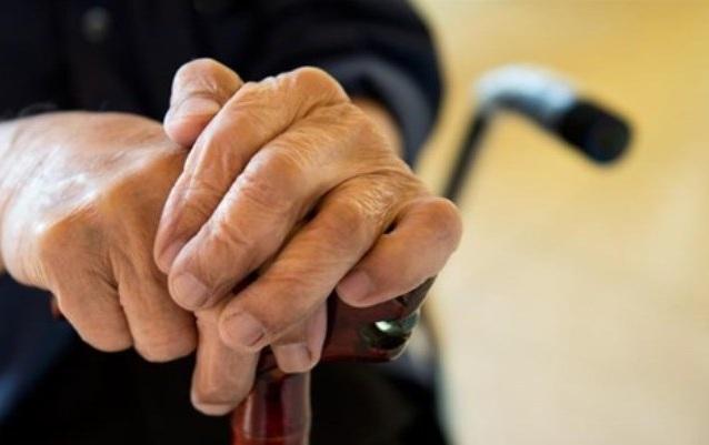 Θρασύτατοι ληστές χτύπησαν και λήστεψαν 82χρονη κωφάλαλη