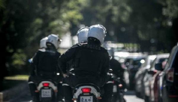 Ανθρωποκυνηγητό της Αστυνομίας μετά από ληστεία σε κοσμηματοπωλείο στη Μεσογείων