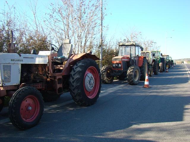 Λαφαζάνης και Πετράκος στα αγροτικά μπλόκα σε Αερινό και Νίκαια