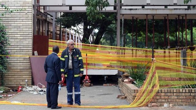 Τραγωδία στη Ν. Αφρική: Τρεις μαθητές νεκροί από κατάρρευση πεζογέφυρας σε σχολείο