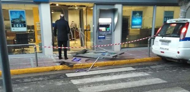 Ληστεία σε τράπεζα στα Μέγαρα: Φόρτωσαν το ATM σε ΙΧ