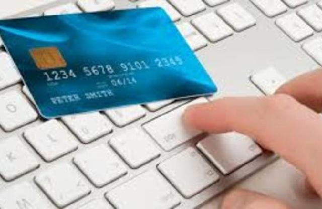 23χρονη ψώνιζε και χρέωνε τις τραπεζικές κάρτες γνωστών της