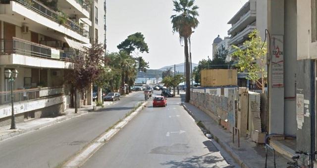 «Κλείνει» η Φιλελλήνων για να πέσουν μπετά στο πάρκινγκ