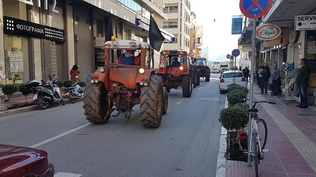 Συλλαλητήριο αγροτών με τρακτέρ στο κέντρο του Βόλου [photos]