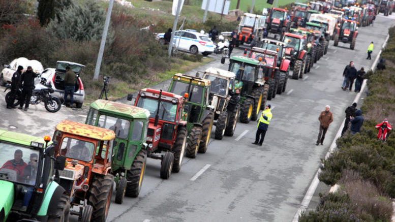 Μπλόκο στον Πλατύκαμπο ετοιμάζουν οι αγρότες