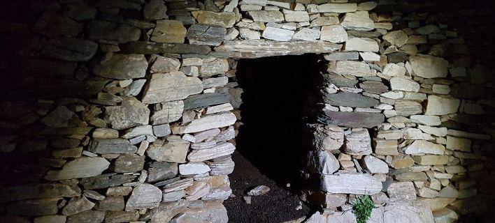 Σοκάρει υπόθεση απαγωγής στην Σίφνο: Σε λαγούμι φύλαγαν και βασάνιζαν 26χρονο [εικόνες]