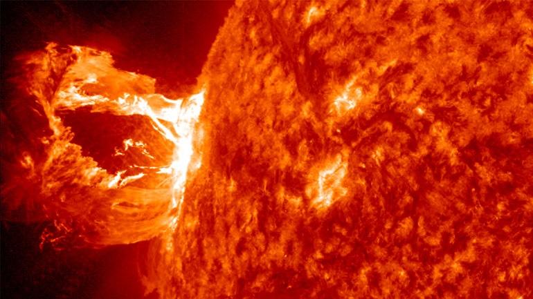 Επιστήμονες παρατήρησαν αστρική έκλαμψη-ρεκόρ: Δέκα δισ. φορές ισχυρότερη από ό,τι οι ηλιακές