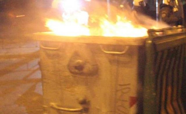 Καταστράφηκε κάδος από φωτιά στην Ιωλκού